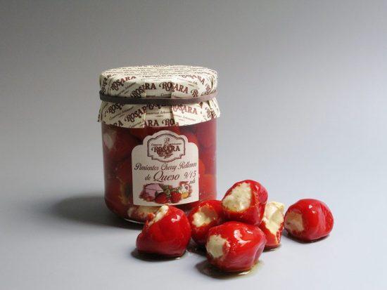 Pimientos cherry rellenos de queso de oveja